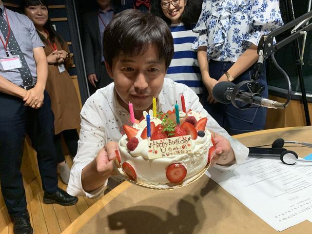 画像: ★放送前にサプライズケーキでお祝いしました。