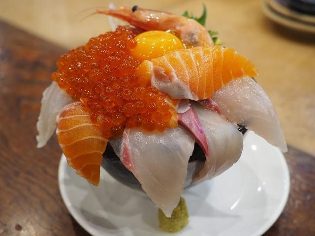 画像: 1日5食限定!採算度外視の超豪華海鮮丼は満足感が高すぎます! 天神橋5 「海鮮居酒屋 天満産直市場」