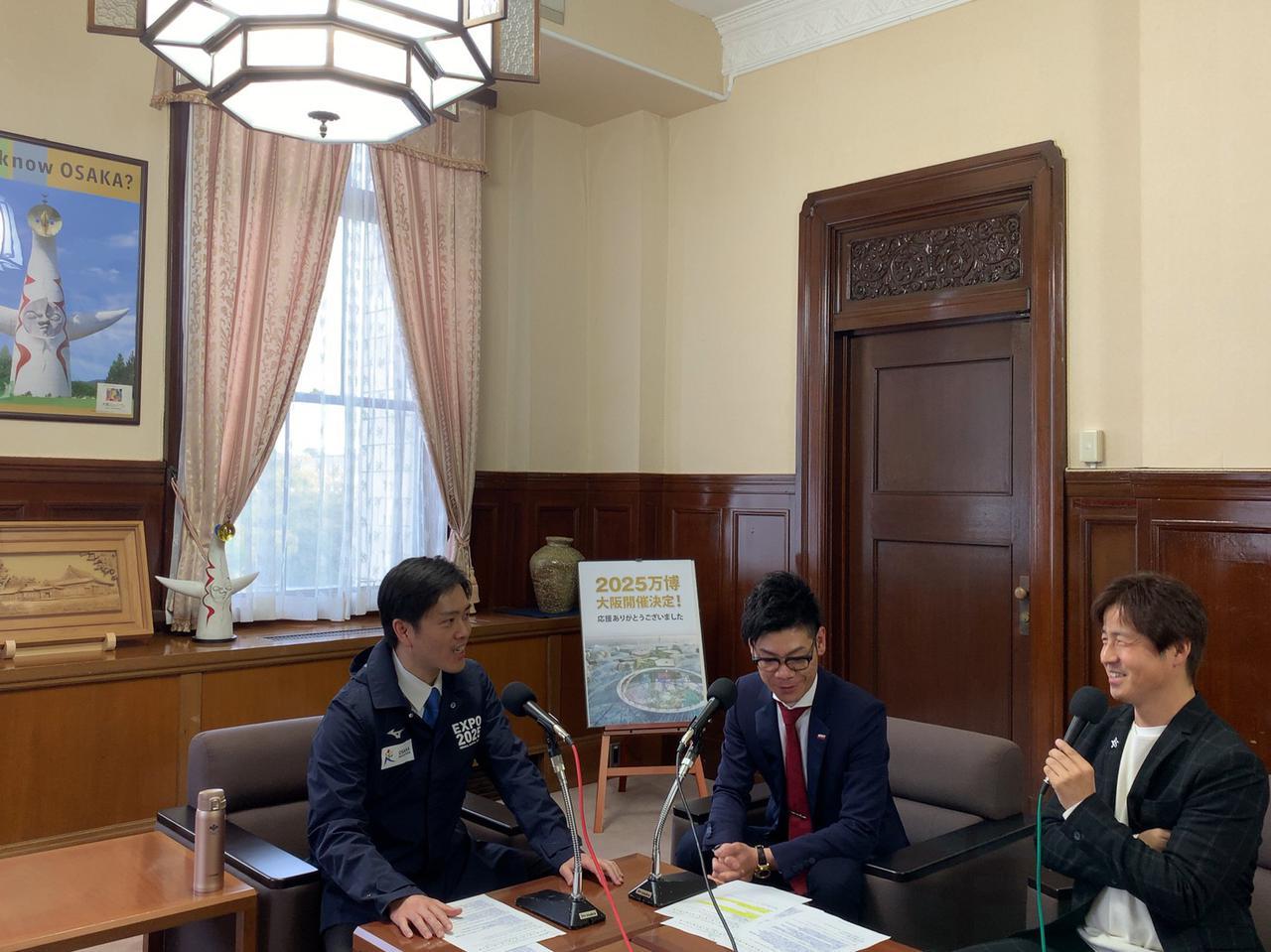 画像: 吉村大阪府知事が今週も登場。大阪府庁でのインタビューをON AIR。