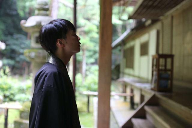 画像: 法然院: 茅葺きの山門を持つ静寂の法然院で、紅葉を楽しむ