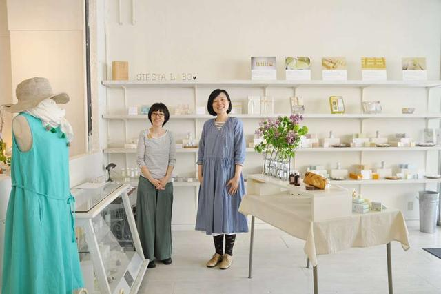 画像: 白を基調とした清潔感ある店内では、北海道作家の作品も販売している