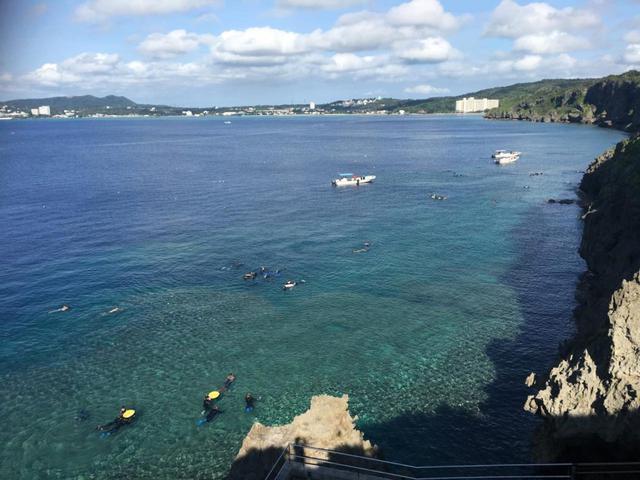 画像: 真栄田岬は、ダイビング・シュノーケリングスポットとしてはもちろん、展望台からの美しい海岸線の風景も人気です。(写真提供:マリンクラブ ナギ)