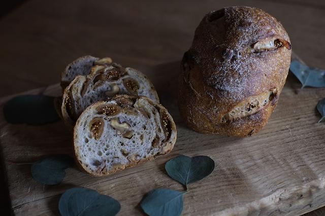 画像: いちじくとくるみのパン