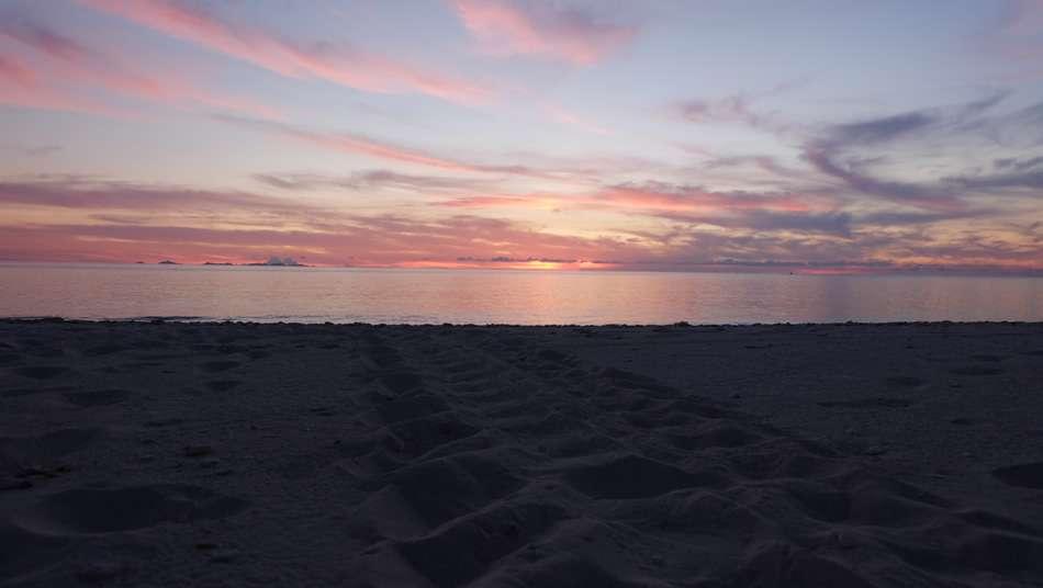 画像: 夕日が美しい兼母海岸