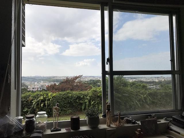 画像2: 写真家・藤代冥砂がシンプルに暮らす家「沖縄のしろ」