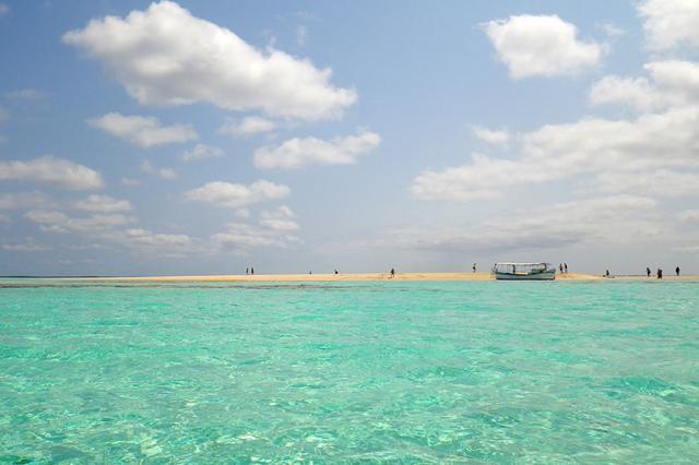 画像: 天国のような幻の島。与論島観光では外せない「百合ヶ浜」