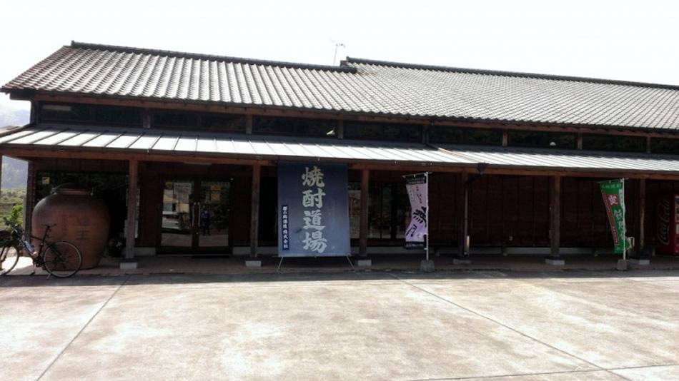 画像: 焼酎道場の敷地内には、日本庭園や茶室もある