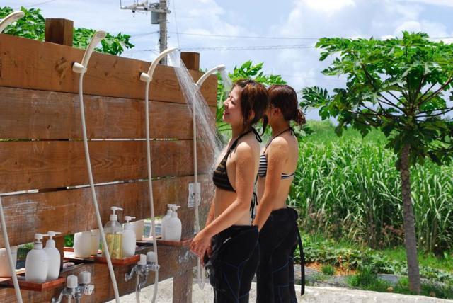画像: シャワーや更衣室が完備されているショップもたくさんあります(写真提供:マリンクラブ ナギ)