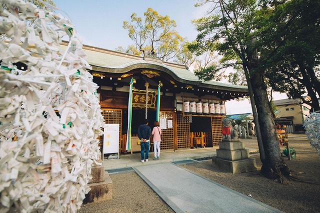 画像1: 布忍神社: 女子旅におすすめ。現代アーティスト・イチハラヒロコによる恋みくじ