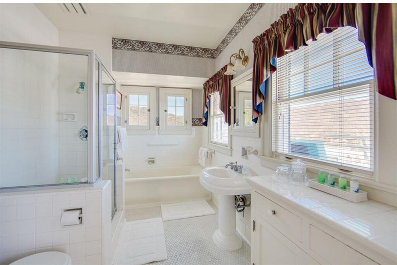 画像: 「The Grand Suite」のバスルーム Photo:Catalina Island Company