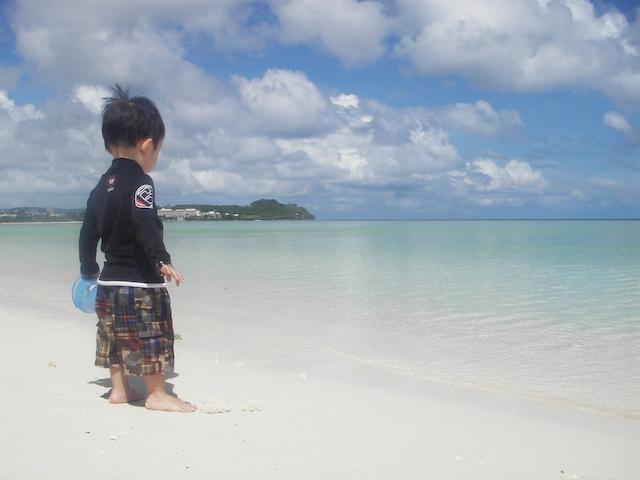 画像: 写真提供:グアム政府観光局 遠浅で美しいビーチで水遊び!