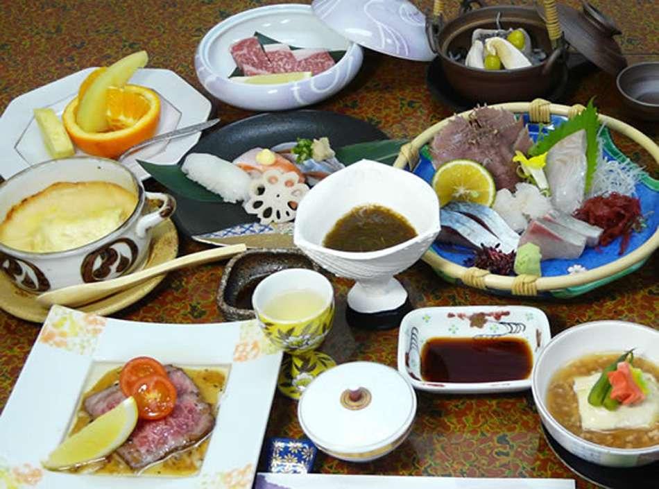 画像: 夕食も評判の宿。旬の地元食材をふんだんに使用しています
