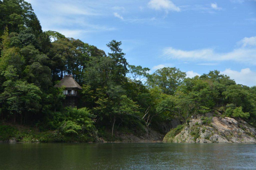 画像: 肱川から臨む不老庵。4月~10月末の毎週日曜にはお抹茶が振る舞われています(1杯400円※8月はお休み)