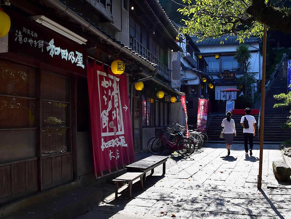 画像: 本店は国から登録有形文化財に指定された趣のある建物