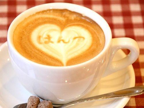 画像: 『じゅんぺい』は、Cafeとしても利用できます。イタリア製のエスプレッソマシーンも導入。おお、アートなカフェラテ!