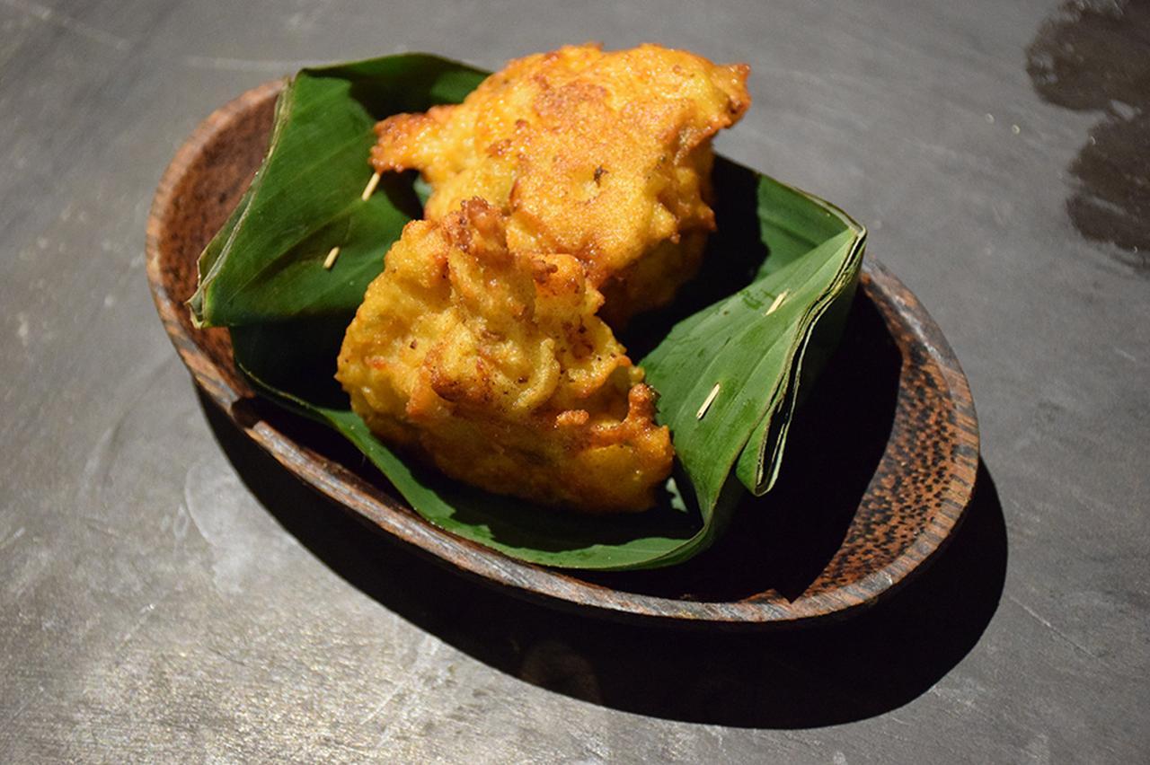 画像: インドネシア風コロッケの「ブルグデル クンタン」