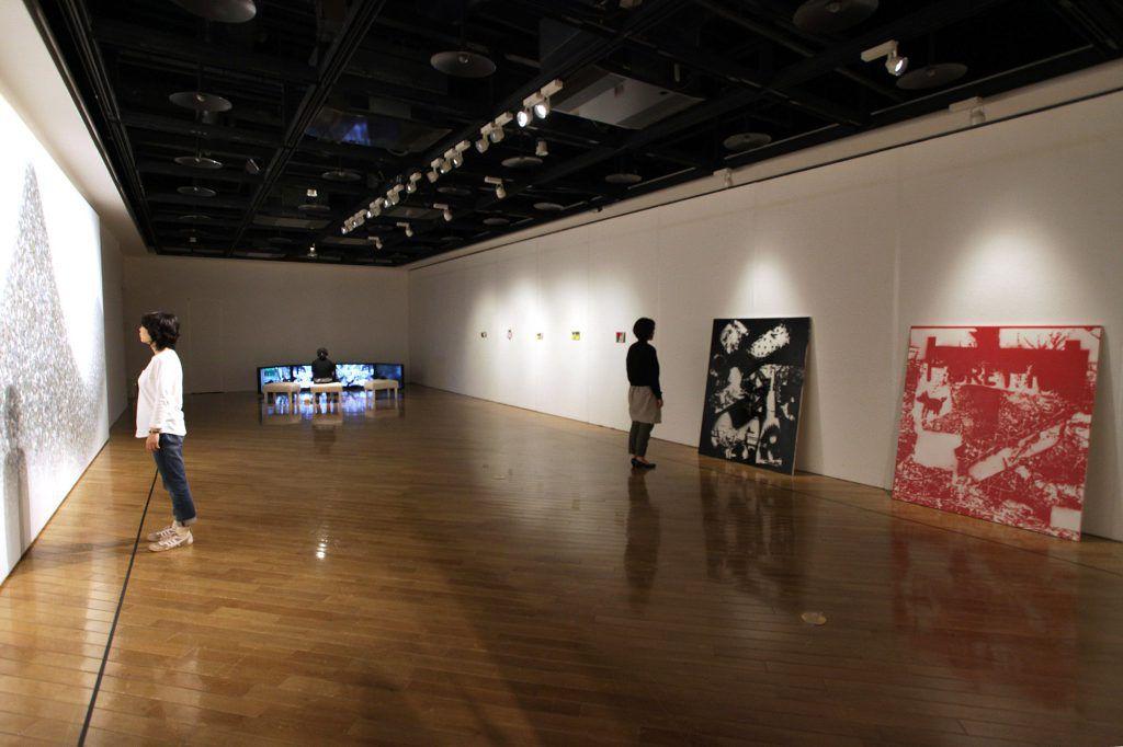 画像: 三菱地所アルティアム。写真は「タグチ・アートコレクション しあわせの相関図 2016.4.23-5.29」より