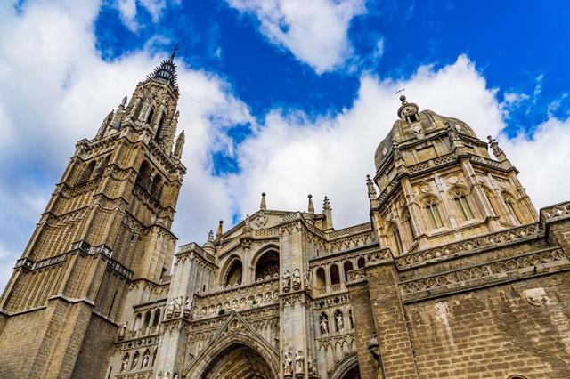 画像1: スペインの人気観光地・古都トレド。多彩な文化が積層する街の歴史とは?