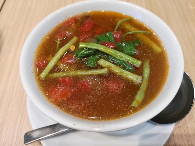 画像: スイカとビーフのシニガンスープ(Sinigang na Beef Short Rib & Watermelon)