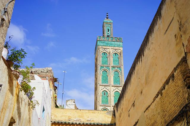 画像: フェズの象徴の一つ「カラウィン・モスク」