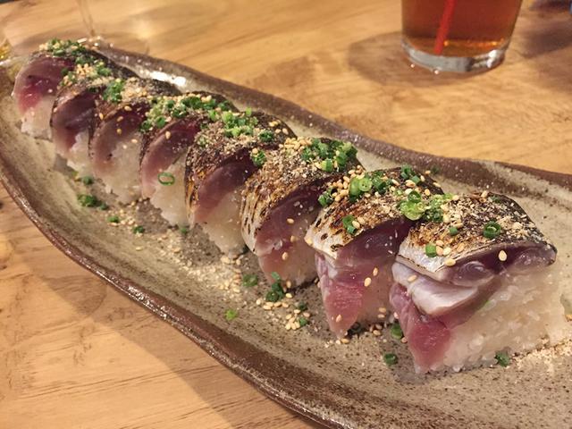 画像: 屋久島名物「首折れ鯖」の「鯖寿司」は限定メニュ