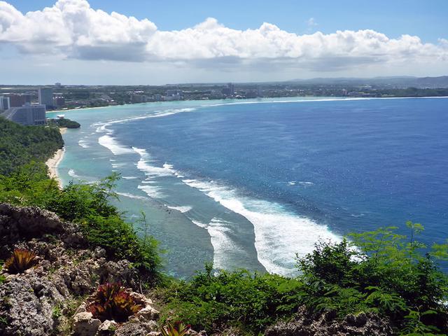 画像: テラスから見下ろすタモン湾