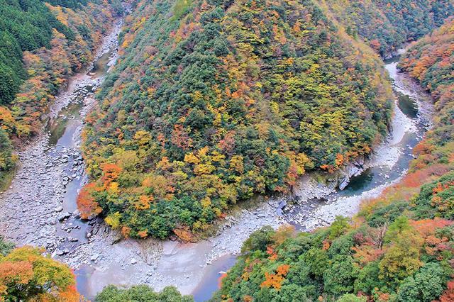 画像: 「ひ」の字に見える祖谷川