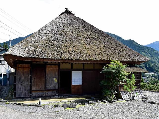 画像: 大きな茅葺屋根が印象的な「長岡家住宅」