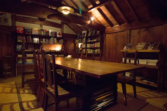 画像: 古本図書館&カフェスペース
