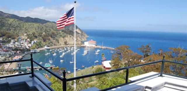 画像: 「Bethany Glen」という客室のセミプライベートバルコニーから見える景色 Photo:Catalina Island Company