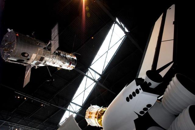 画像: アポロ以外にも、人工衛星やスペースシャトルなどさまざまな宇宙機の展示が ©The Museum of Flight