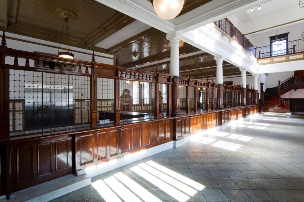 画像2: 旧唐津銀行本店 辰野金吾記念館:東京駅と同時期に竣工した、故郷の辰野式建築