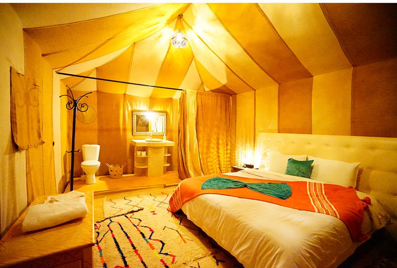 画像: 「メルズーガラグジュアリーキャンプ」の一室。お湯も出れば虫もいない快適な空間