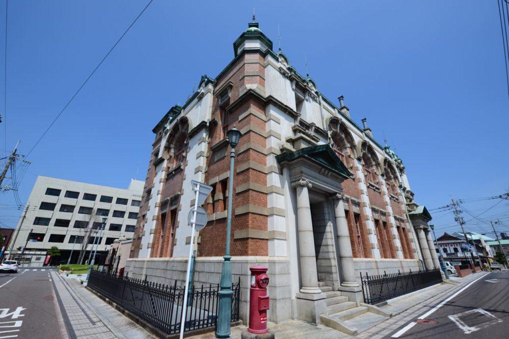 画像1: 旧唐津銀行本店 辰野金吾記念館:東京駅と同時期に竣工した、故郷の辰野式建築