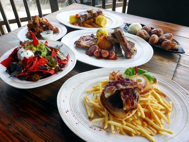 画像: 食事メニューも豊富なので、ランチやディナーにもおすすめ