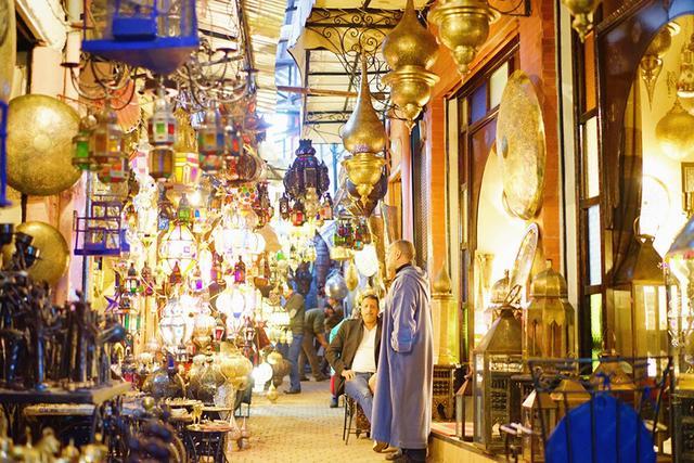 画像: マラケシュの市場(スーク)の様子