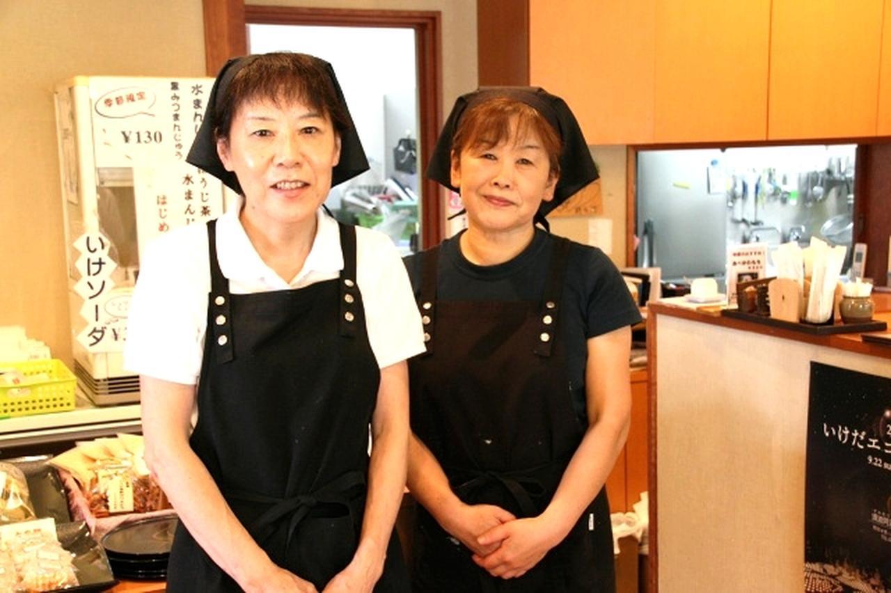画像: 山口典子さん(左)と山内明美さん(右)が共同で立ち上げた。池田町ならではのお餅&旬の食材の料理がここに
