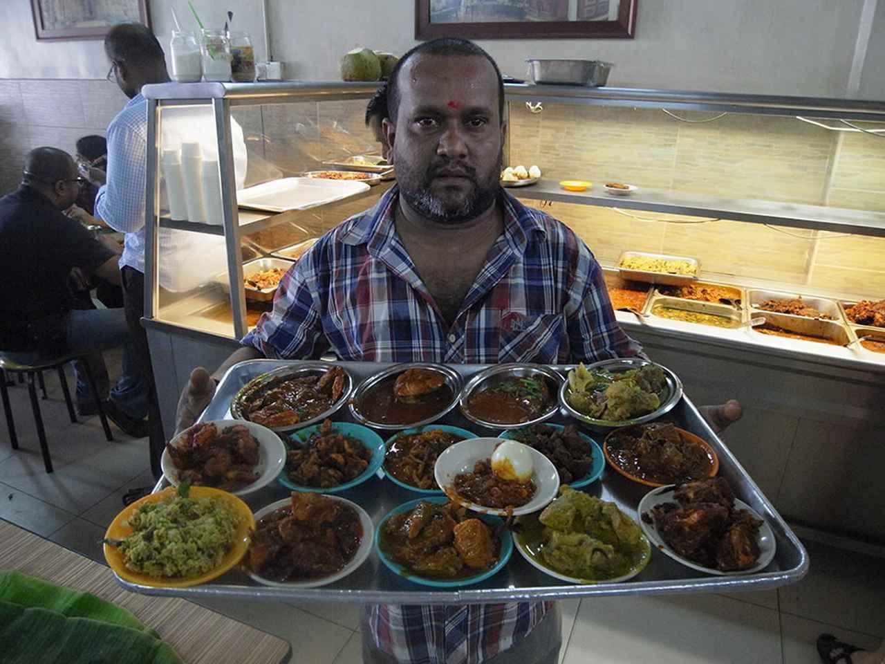 画像: クアランプールのチェティナード料理専門店では、30種類以上の多彩なメニューに出会うことができた