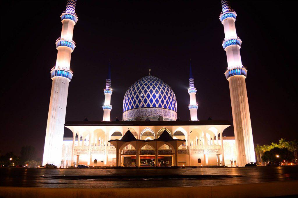 画像: The Sultan Salahuddin Abdul Aziz Shah Mosque(スルタン・サラフディン・アブドゥル・アジズ・シャー・モスク)