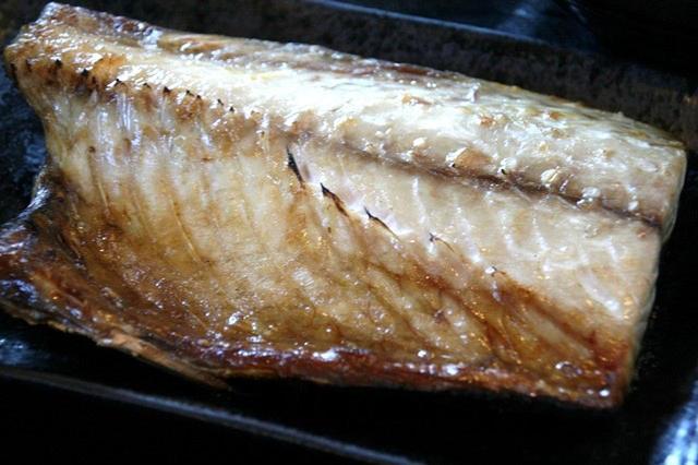 画像: なんといっても焼き鯖の美味しさが抜きんでている。脂ものって旨みたっぷり。分厚くて食べ応えもあり