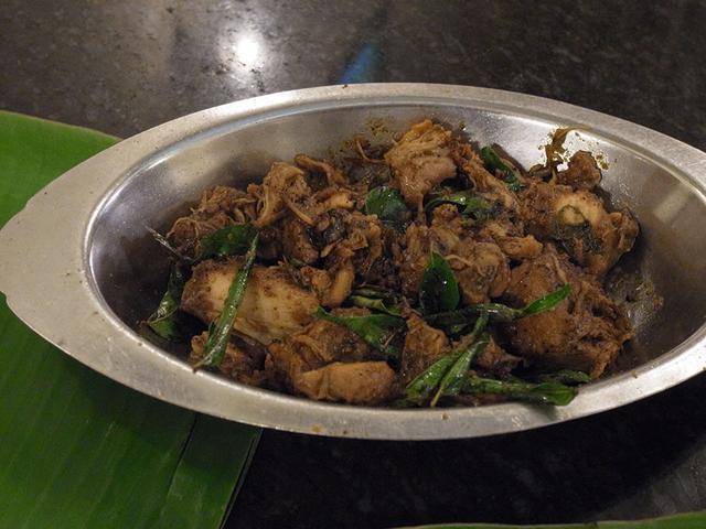 画像: マドゥライのチェティナード料理専門店で注文したペッパーチキン
