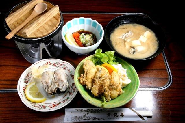 画像: 「かきコース」(5品)。厚岸産の牡蠣をふんだんに調理した自慢のコース。牡蠣の様々な美味しさがここに