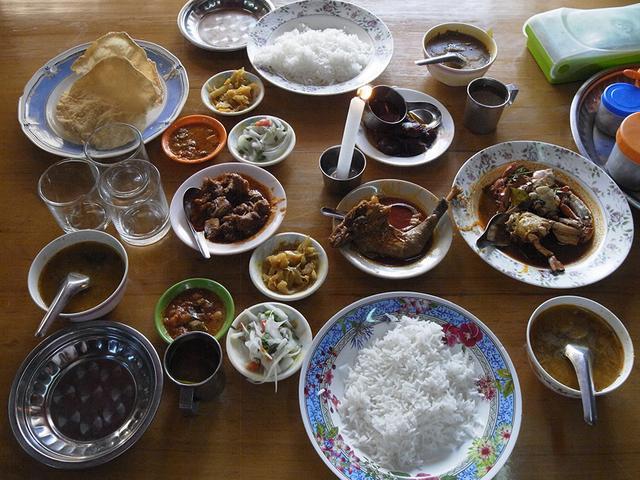 画像: ミャンマーで見つけた、ディープなチェティナード料理専門店ではヤギの脳みそのカレーなどもいただいた