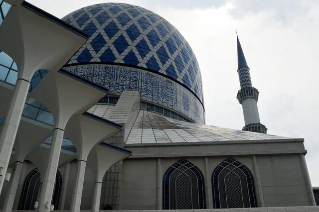 画像: 日中のブルーモスク