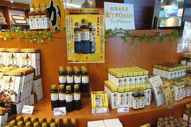画像: コンキリエのレストランで作成された牡蠣の煮汁を用いた「金のかき醤油」などオリジナル商品も多数