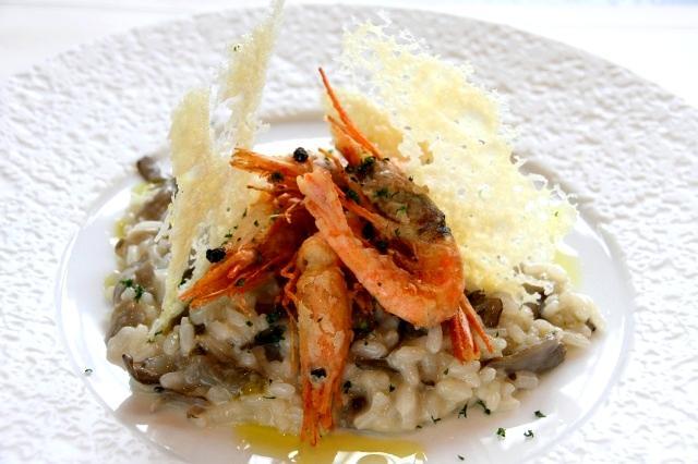 画像: 「九頭竜舞茸と越前甘えびのリゾット」円山のリゾット米を使用。越前甘えびはベネチア式フリットに