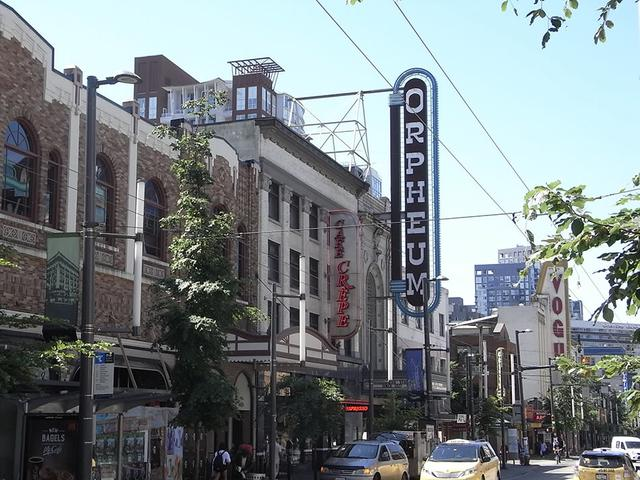 画像: オルフェウム劇場。夜になるとパブやクラブで楽しむ人たちで賑わうナイトライフの中心地グランビル・ストリートに建つ