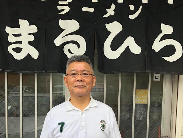 画像: 4代目の平野正夫さん。親戚から店舗を引き継いで20数年。奥様&息子さんたちとアットホームに切り盛り