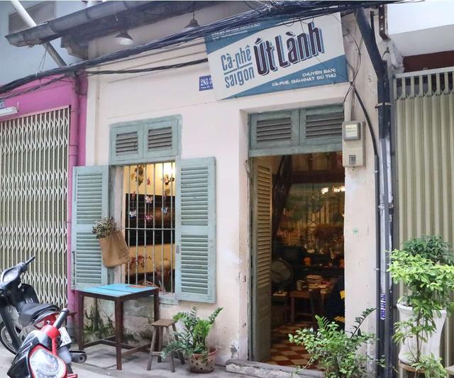 画像: レトロな雰囲気の店構え。隠れ家のようで好奇心をくすぐられる
