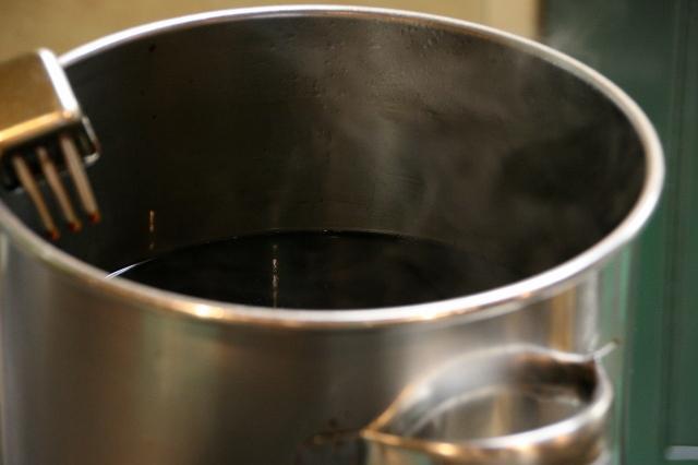 画像: 濃いめに見えるタレですが、実は濃すぎず薄すぎず、ちょうどよい塩梅